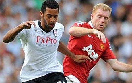 Moussa-Dembele-takes-on-Paul-Scholes