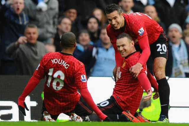 Manchester United overcame Sunderland 3-1 to restore their six-point lead at the top of the Premier League
