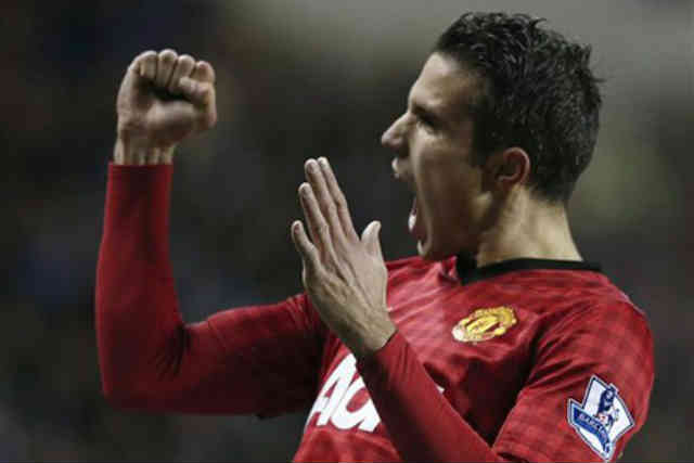 Robin Van Persie leads his team to victory as he scored the last goal against Reading