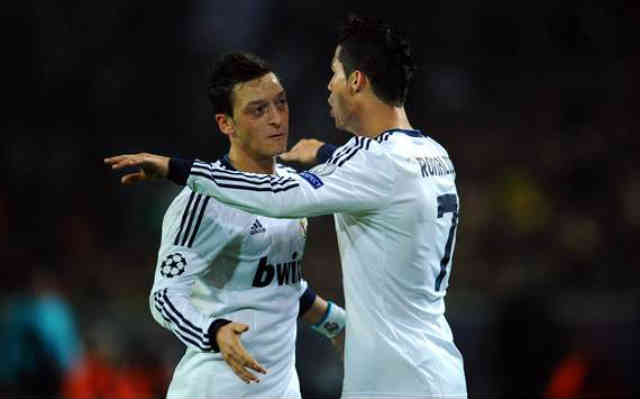 Ronaldo and Ozil save Real Madrid and not giving up for the title of the La Liga