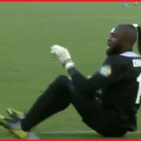 Congo's goalkeeper Robert Kidiaba does his trademark 'butt dance' celebration as  DR Congo and Mali draw 1: 1