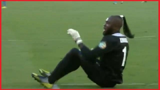 Goalkeeper of DR Congo national team Robert Kidiaba dances On Ass