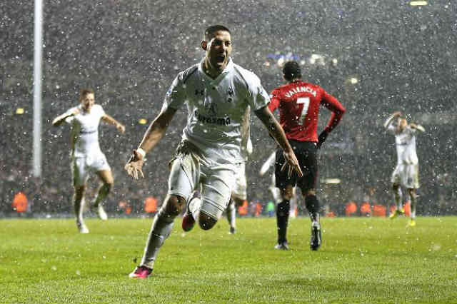 Manchester United go on with a win but at the last seconds Clint Dempsey with a equaliser