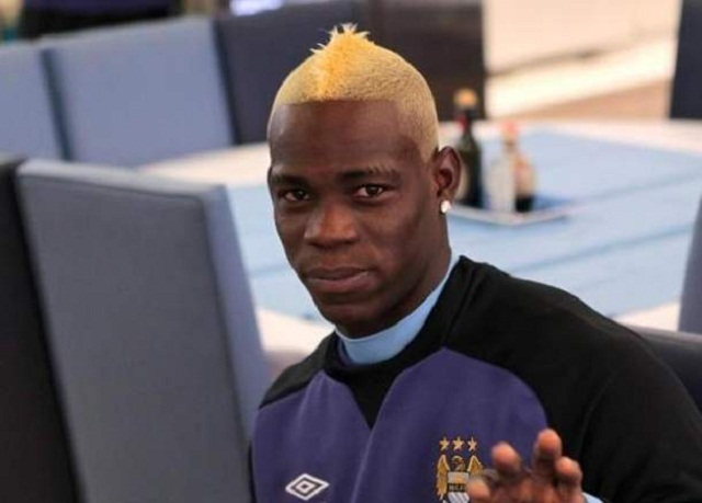 Mario Balotelli is looking very happy with his new haircut
