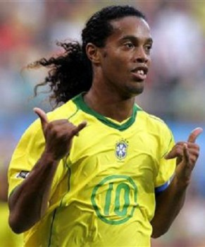 Ronaldinho, voted best player last season in Brazil, the playmaker of Atlético Mineiro, aged 33, will play under the jersey of Brazil yet once again.