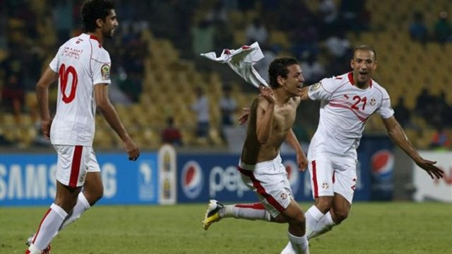 Youssef M'Sakni scored a brilliant last-gasp winner for Tunisia to give them a Group D victory over Algeria in the African Nations Cup