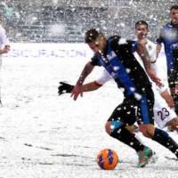 AS Roma edged a five goal thriller 3-2 against Atalanta in snow covered Bergamo