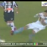 Brutal! Ronaldinho Survives Horror Tackle – Atletico Mineiro Vs Arsenal Sarandi