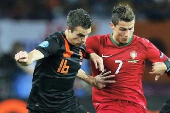 The clash between two giants, Robin Van persie and Cristiano Ronaldo, here playing with their national teams but Wednesday in their respective clubs Man United and Real Madrid-