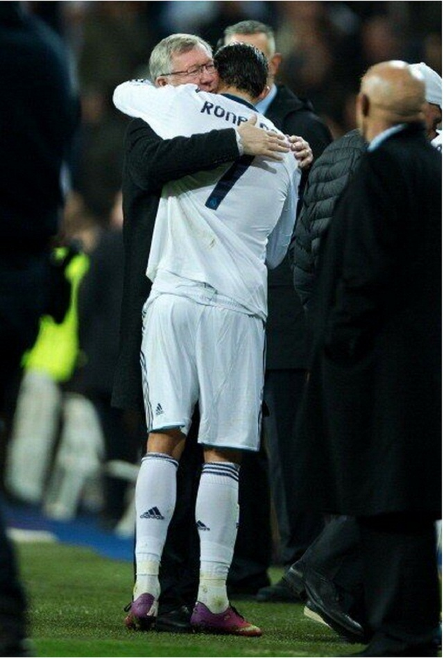 Touching moment- Ferguson and Ronaldo hug each other like father and son