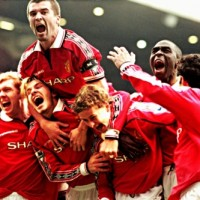 Scholes, Beckham, Keane, Giggs and Teammates Celebrate goal.