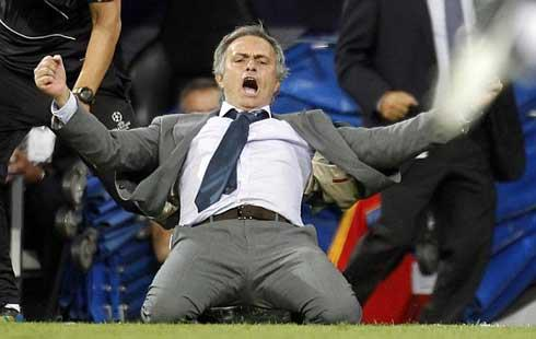 """The Special One"" Jose Mourinho slides on his knees in celebration"