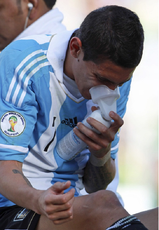 Di-María-requires-an-oxygen-mask-as-the-altitude-takes-its-toll