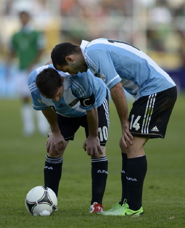 Messi-and-Mascherano-pause-for-a-breather-against-Bolivia-as-the-altitude-of-3600m-is-too-much-for-them-to-handle