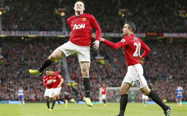 Rooney celebrates with RVP with his goal