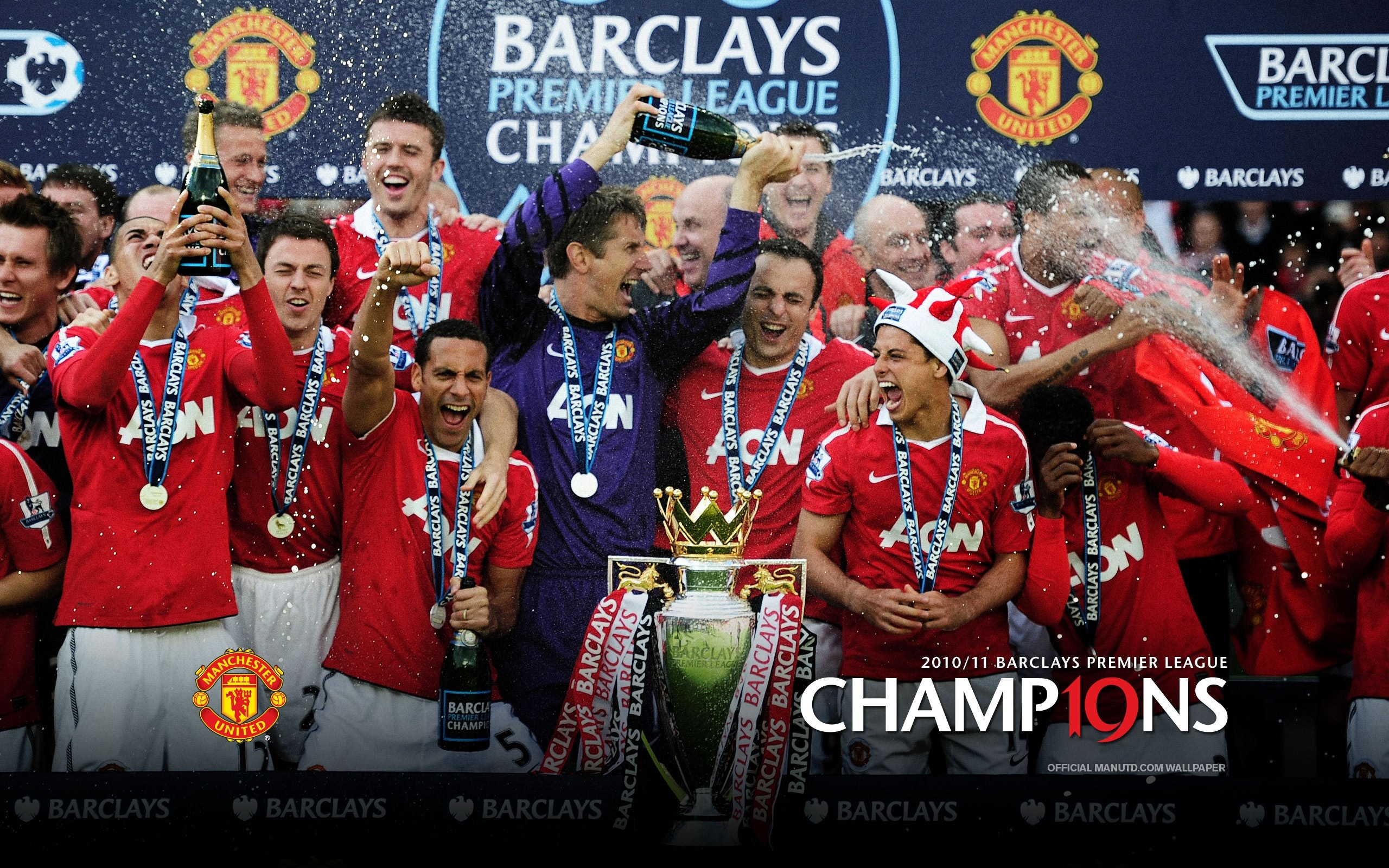 Manchester United celebrate a Premiership title