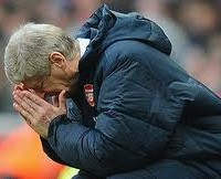 Arsenal Manager, Arsene Wenger holding his head in despair