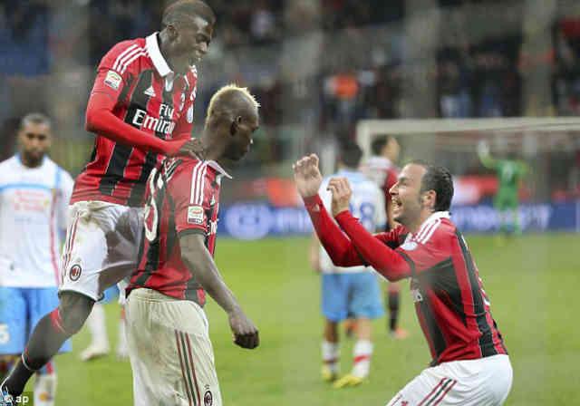 AC Milan team mates celebrate with Balotelli goal