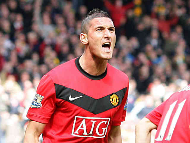 Federico Macheda who is good friends with Wayne Rooney believes that Rooney is the very icon of Manchester United