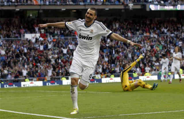 Karim Benzema celebrates the second goal he made for Real Madrid
