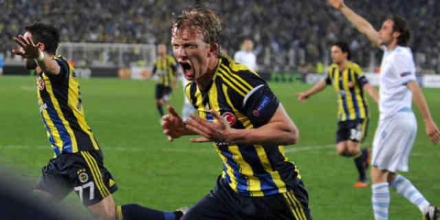 Kuyt celebrates his final goal on the 90th minute against Lazio