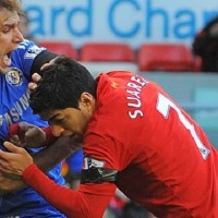 Luis Suarez Bites Ivanovic- video