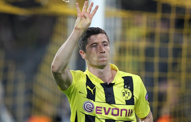 Robert Lewandowski has already signed with Bayern Munich, here you can see him celebrating his four goals against Real Madrid by indicating the number four with his fingers
