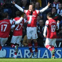 Rosicky scores two goals for Arsenal and celebrates
