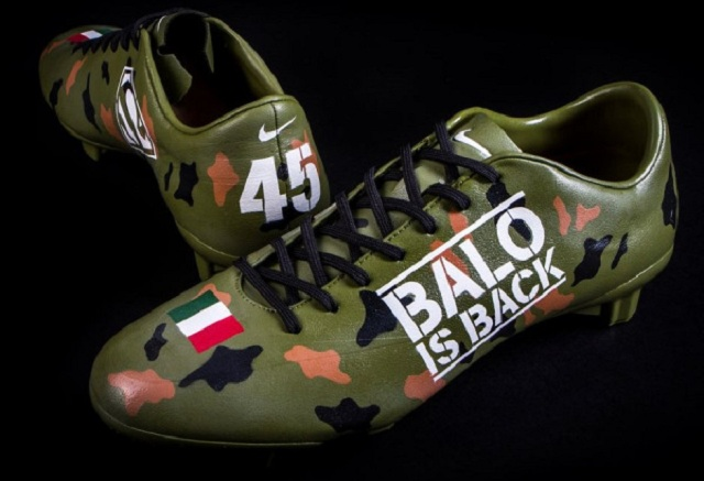 This is the pair of Nike Mercurial Miracle FG III completely customized by Mr Dheo for Mario Balotelli, with camouflage colors and the inscription Balo is back