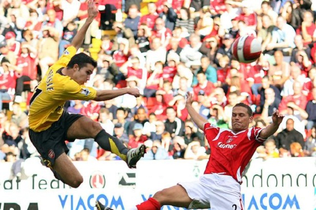Wondergoal by Robin van Persie during the second half of this football match. Its Arsenal VS Charlton. Van Persie is one of the best Dutch players playing in the English competition for Arsenal. In this clip Van Persie shoots a ball out of the air straight into the goal. A great shot and beautiful goal!