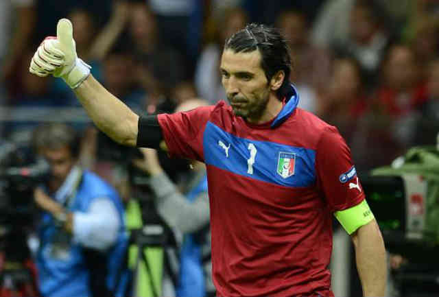 Buffon admires Zlatan as being one of the best strikers out there