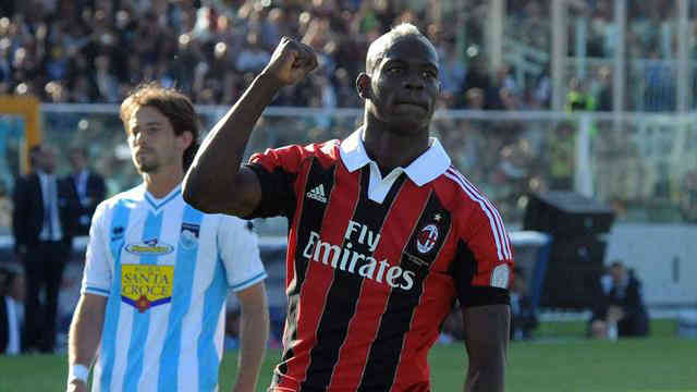Ex-Manchester City striker Mario Balotelli scores twice as AC Milan close in on a Champions League spot with a 4-0 win over Pescara