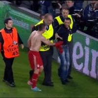 Bayern players celebrate with fan invading pitch and Ribéry gives him his jersey