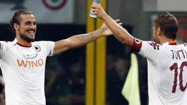 Osvaldo gets the last goal of the match and wins it for AS Roma