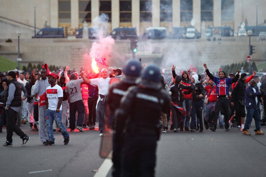 Paris Saint-Germain's celebration of its first French league 1 title since 1994 is marred by clashes between riot police and fans in the shadow of the Eiffel Tower.