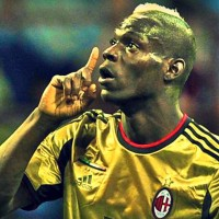 The AC Milan -Roma game was stopped because of racist chants to Mario Balotelli