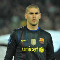 Victor Valdes will stay in FC Barcelona until 2014