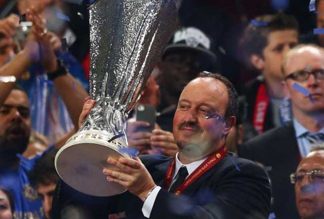 Rafa Benitez lifts the Europa Cup