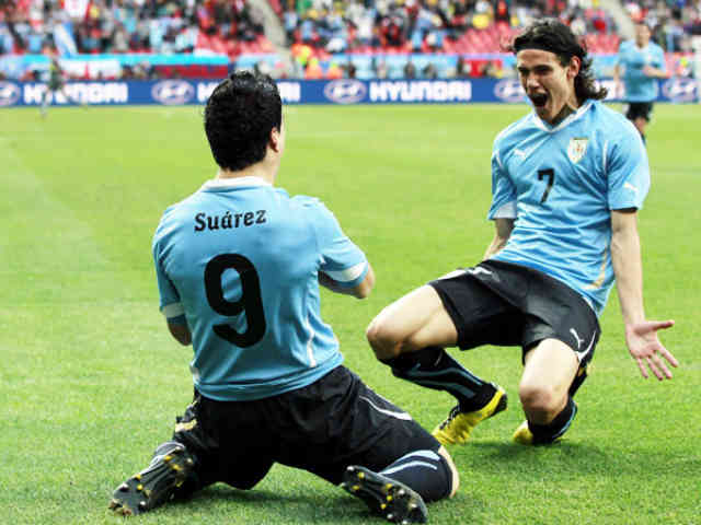 Naples will like to see Suarez as a replacement for Cavani