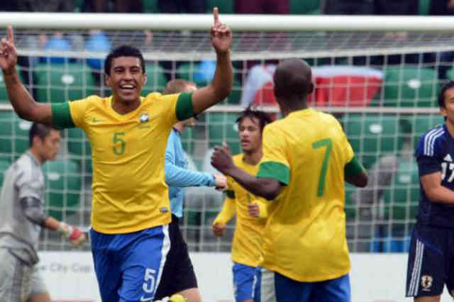 Paulinho might be going to Tottenham until he thinks about his decision with his family