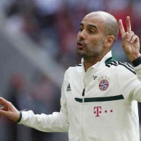 Pep Guardiola shows tactics with his new team, Bayern Munich