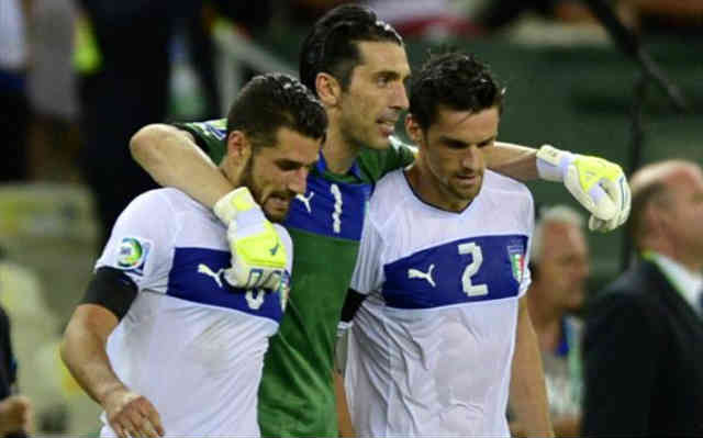 Buffon celebrate with his team as Italy take third place in the Confederations Cup
