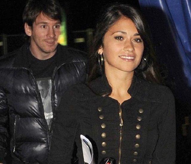 Messi and antonella roccuzzo, his fiance who is also a nutritionist.