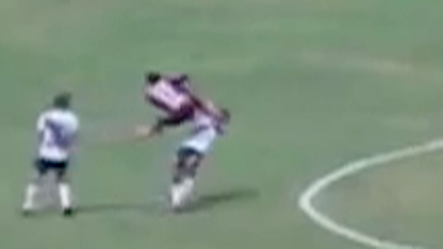Peruvian player takes kung-fu kick to the face