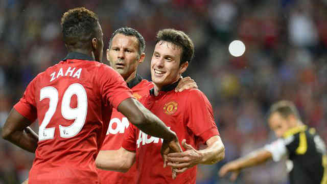 Henriquez celebrates his goal with his team mates