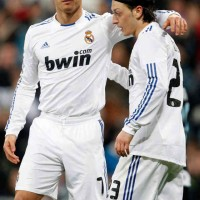 Mesut Ozil honours Cristiano Ronaldo in Real Madrid