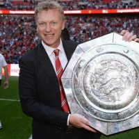 David Moyes holding his first trophy in over a decade