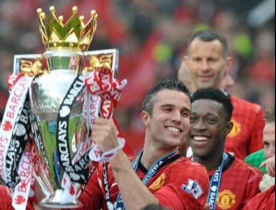 Robin van Persie and Manchester United celebrate last years English Premier League Title