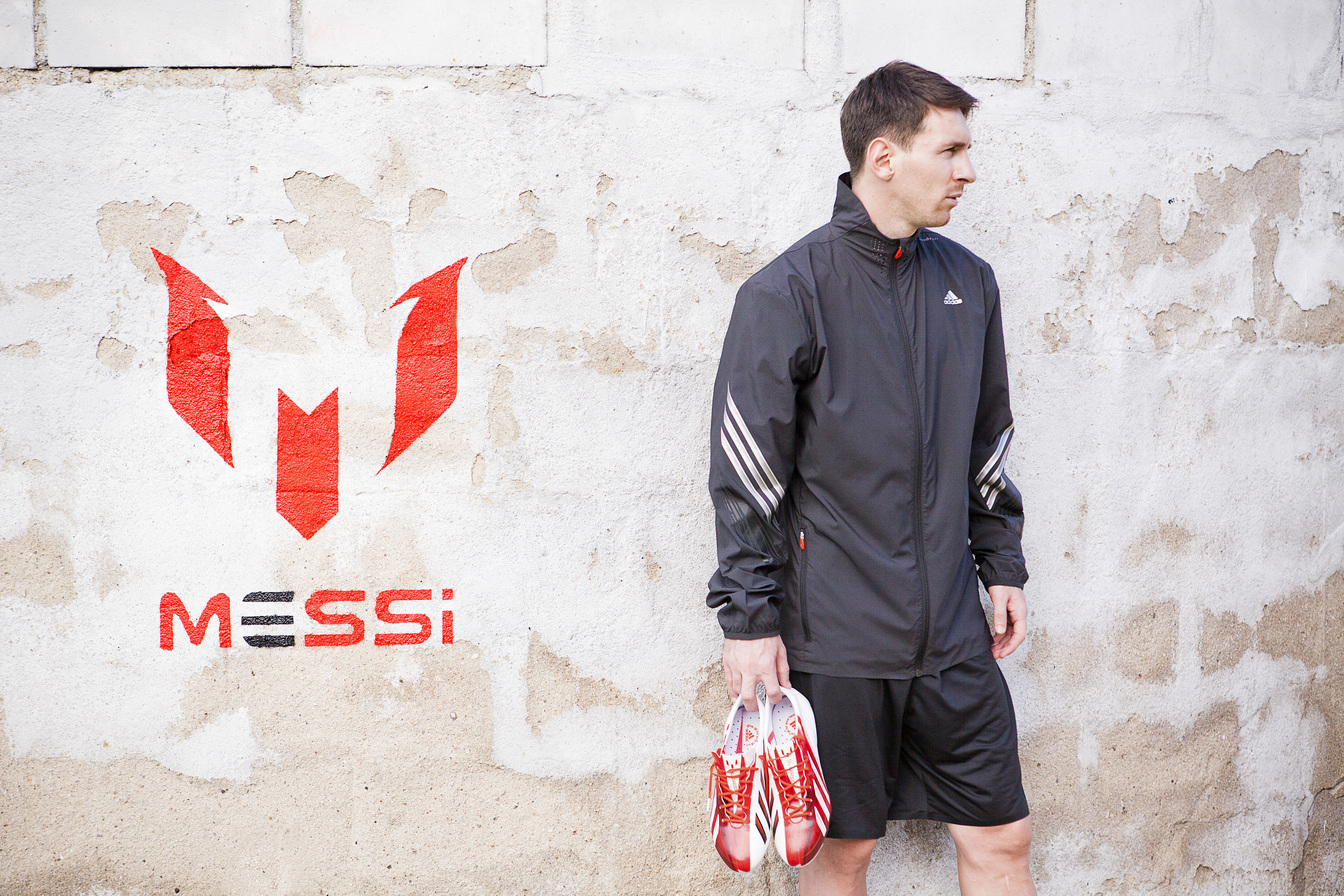 Adidas brings us closer to Lionel Messi with a the adizero f50 , f50 adizero Messi, inspired by the player himself .