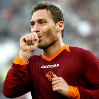 Francesco Totti extends his contract with AS Roma